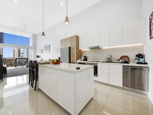 701/26 Gray Street Southport, QLD 4215