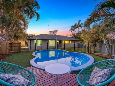 9 Batlow Court Helensvale, QLD 4212