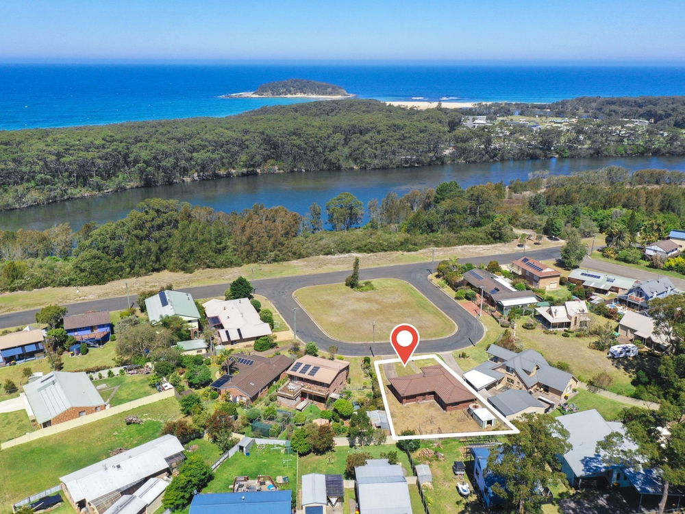 4 Lulworth Crescent Lake Tabourie, NSW 2539