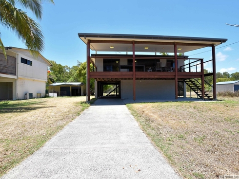 61 Taylor Street Tully Heads, QLD 4854