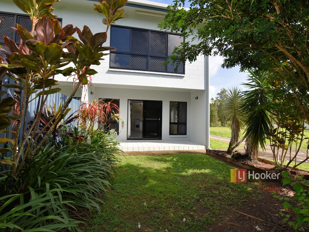Unit 2/117 Taylor Street Tully Heads, QLD 4854
