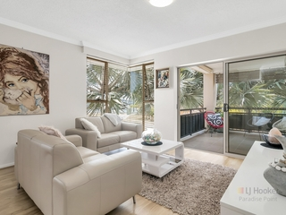 4/2 Oleander Avenue Biggera Waters , QLD, 4216