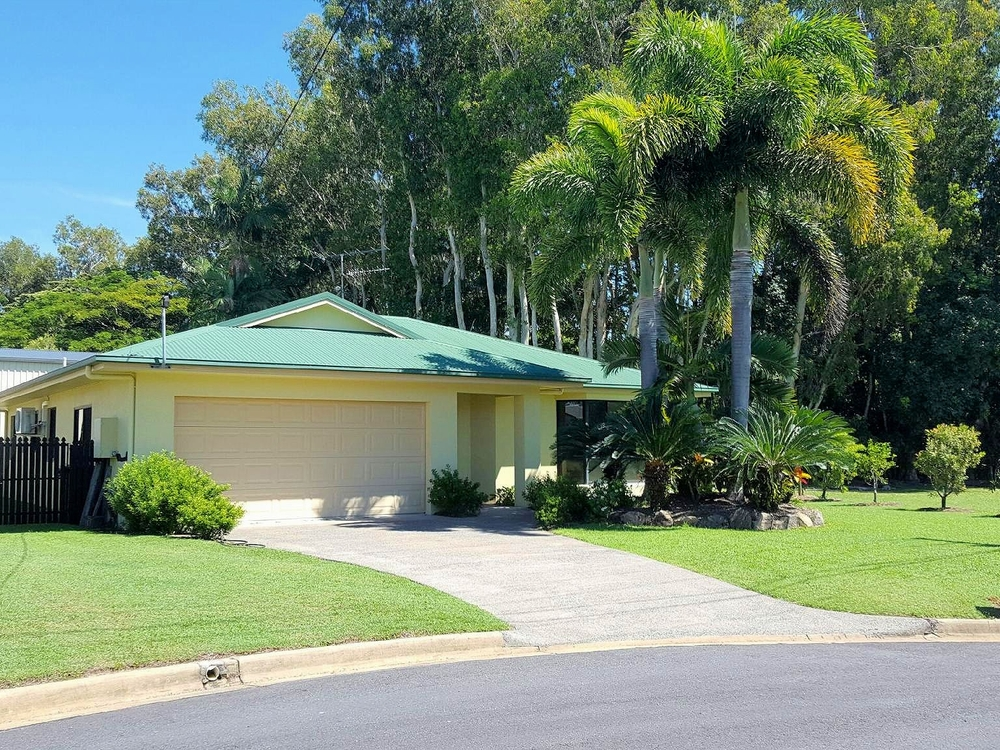 3 Acacia Close Tully Heads, QLD 4854