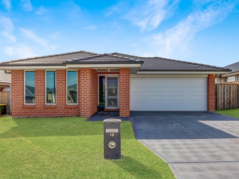19 Threadtail Street Chisholm, NSW 2322