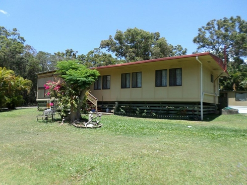 14-16 PEACE ST Lamb Island, QLD 4184