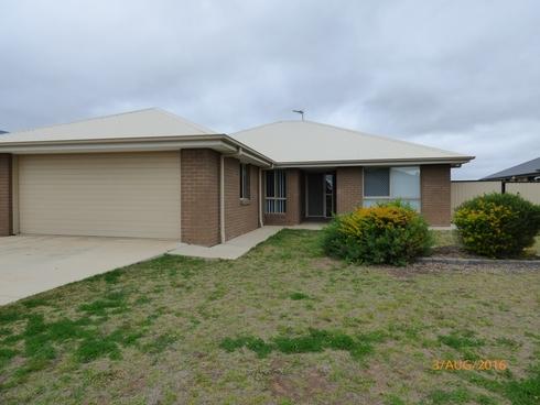 11 Lockyer Crescent Roma, QLD 4455