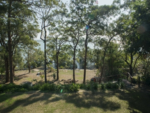 21 Coast Road Macleay Island, QLD 4184