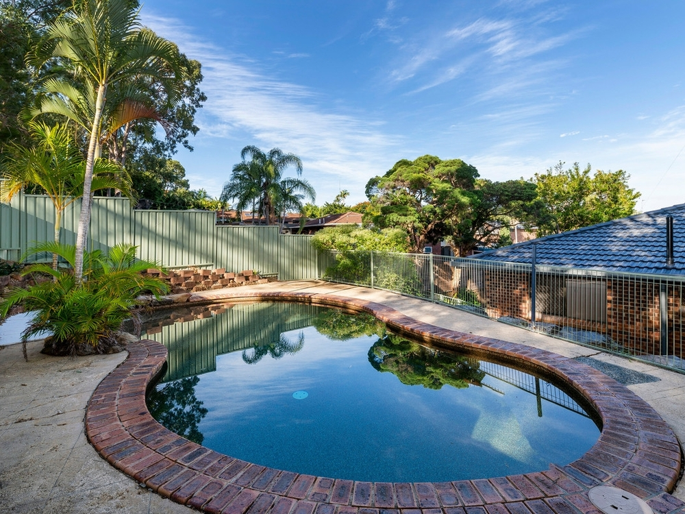 15 Barrine Drive Worongary, QLD 4213