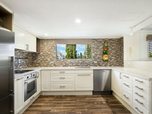 9/215 Surf Parade Surfers Paradise, QLD 4217