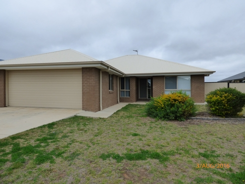 11 Lockyer Crescent Roma, QLD 4455