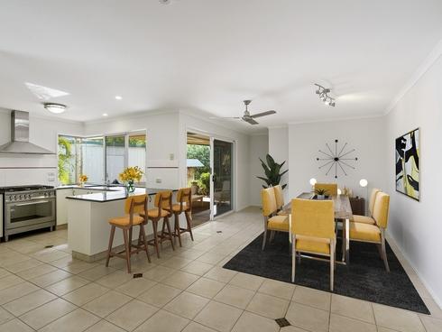 8 Forfar Court Highland Park, QLD 4211