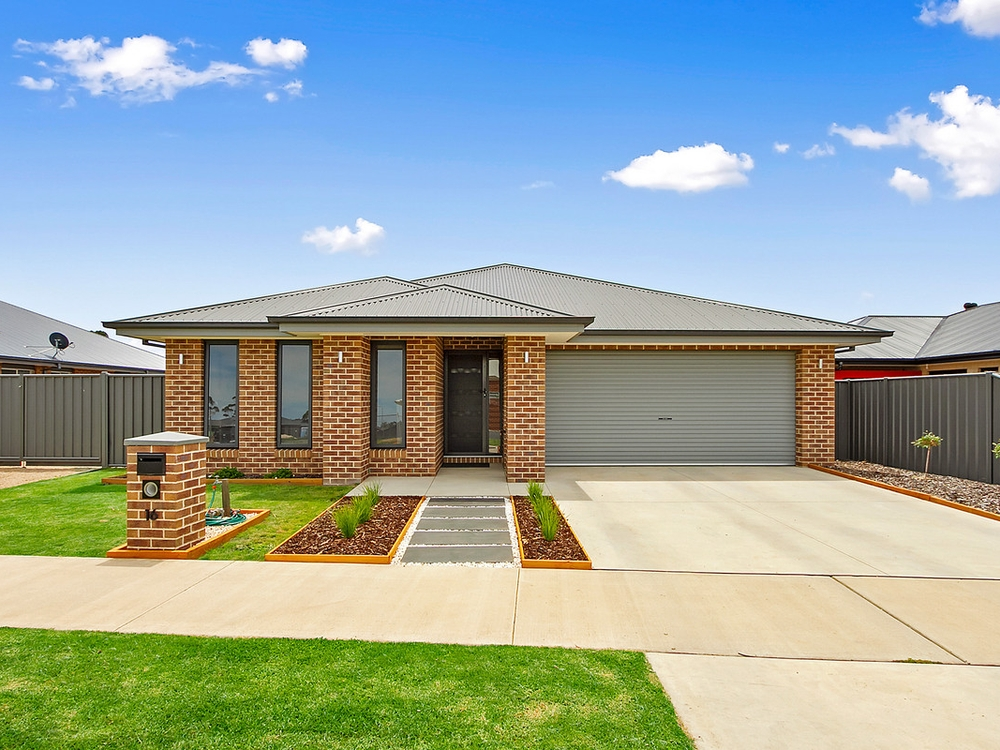 16 Mitchell Road Stratford, VIC 3862