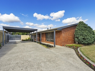 16 Phelps Court Newborough, VIC 3825