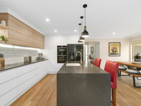 38 Gardendale Crescent Burleigh Waters, QLD 4220