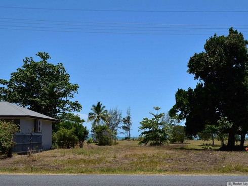 84 Taylor Street Tully Heads, QLD 4854
